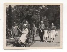 Photo ancienne Snapshot Femme Handicapée Chaise roulante Fauteuil Handicap 1950
