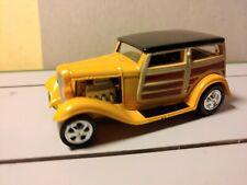 1999 Johnny Lightning metallic yellow orange 1932 Ford Woody Van P-436 (Mint)