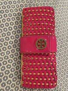 Tory Burch Tan Straw Rattan Clutch Large Logo on Pink Patent Leather Clasp