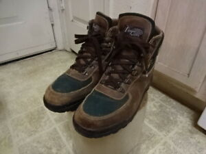 VINTAGE MADE IN ITALY GORE TEX VASQUE BOOTS MEN 10M GOOD CONDITION FARE GREEN