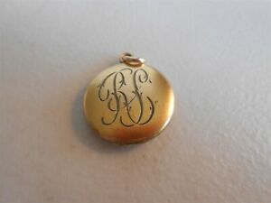 DARLING LITTLE VINTAGE LOCKET WITH PICS