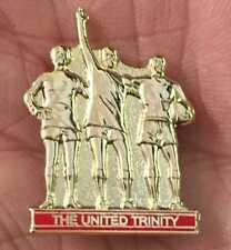 MANCHESTER UTD. THE UNITED TRINITY ENAMEL PIN BADGE