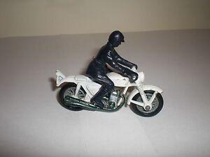 Matchbox Lesney 33 Honda 750 4 cylinder motorcycle & dark blue stunt rider 1977.