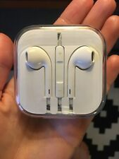 Apple EarPods headphones 3.5mm jack with Remote and Mic - White BRAND NEW