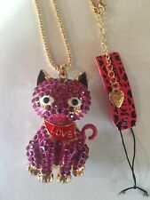Betsey Johnson Crystal & DEEP PINK CAT WITH MOVABLE PARTS necklace-BJ40141