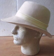 Vintage BETMAR Beige Cream FEDORA 100% Wool Hat