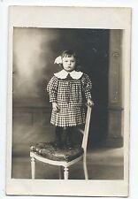 BP256 Carte Photo vintage card RPPC Enfant jeune fille mode fashion chaise