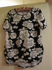 Black & White Roses / Floral Short Sleeve Stretchy Top in Size 8 - NWT