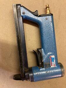 BeA 71/16-421 Upholstery Staple Gun Stapler used