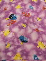100/% Algodón Disney Rapunzel Tela Flores de color púrpura Acolchado /& Crafts