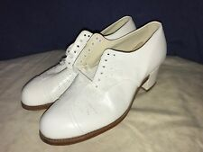 P. W. Minor Orthopedic White Lace Up Block Heels 4 E Wide
