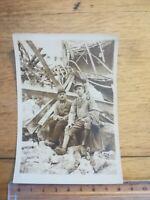 PHOTO ANCIENNE WW 1 N°12 soldats dans des ruines