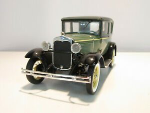 Franklin Mint B11YE09 1:24 Scale 1930 Model A Ford 2 Door Coupe In Box.