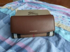 NIB Burberry House Check and Leather wallet with chain 40482531, with defects