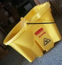 Rubbermaid Commercial Products 35 Qt. Wavebrake Mop Bucket *New open box*