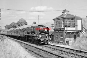 PHOTO  SR WEST COUNTRY LOCO 34004 PASSING WORGRET JUNCTION  SIGNAL BOX  JUNE 196