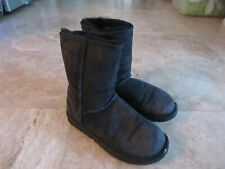 Womens size 6 Uggs sheepskin 5825 classic short boots, black