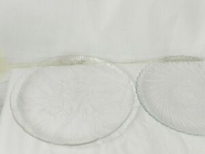 2 Vintage Arcoroc Fleur Dinner Plates 10.5 Inch Clear Glass Textured