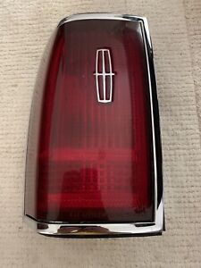 1990-1997 Lincoln Town Car Driver Tail Light