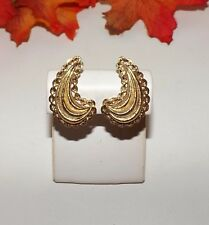 Vintage Signed Monet PATD. Brushed Goldtone Chain Ruffled Scallop Clip Earrings