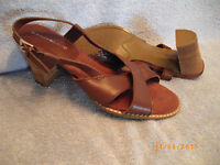 WOMEN'S SHOES Brown Stacked Heel Sandals SIZE 8 BANDOLINO