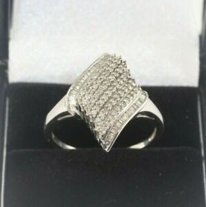 9ct White Gold Cluster Ring 4.1g Size W