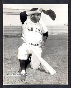 1960 Stan Johnson  WHITE SOX  UNSIGNED 7-3/4 x 9-5/8 ORIGINAL B&W STAFF PHOTO #1