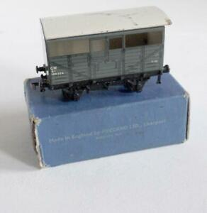 HORNBY DUBLO (D1) 32020  GWR CATTLE TRUCK 106324 - GREY   (BOXED)