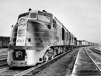 New York Hartford New Haven Railroad Photo train DL-109  0749 Locomotive Diesel