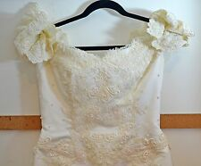 BEAUTIFUL VINTAGE 1970s to 1980s FORMAL WEDDING DRESS WITH TRAIN AND BEADS RR773