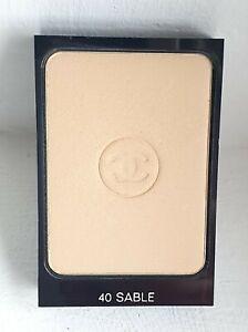 Chanel Mat Lumière Teint compact poudré 40 sable