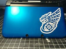 √ 1x WHITE OUTLINED MONSTER HUNTER 4 ULTIMATE DRAGON LOGO DECAL FOR 3DS XL √