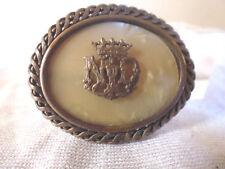 Ancien bijou Broche Notre Dame de Lourdes métal argenté imitaion nacre