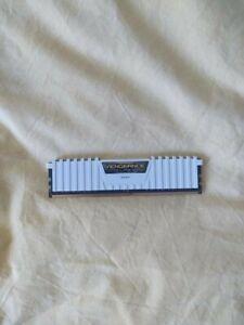 RAM 8GO DDR4 3000Mhz CORSAIR Vengeance LPX