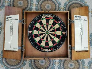 Vintage Accudart Dartboard in Wood Cabinet w/ 7 Darts BULL Board Spins 1977