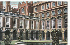 Middlesex Postcard - Fountain Court - Hampton Court Palace  A5125