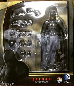 Mafex Batman (Batman V Superman Dawn of Justice) ORIGINAL
