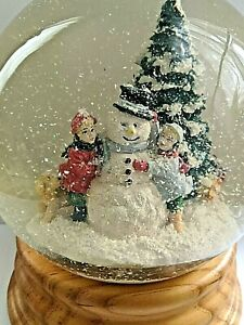 """Vintage 1989 Holiday Classics Musical Snow Globe, Large Size - 8"""" High, 6.5 Lbs."""