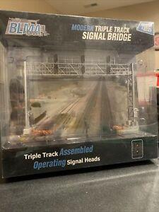 BLMA HO Scale #4025 Modern Triple Track Signal Bridge Assembled NEW!