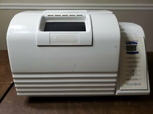 West Bend Bakery style Automatic Bread & Dough Maker Model 41085.