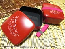 Bento Lunch box / Sakura Blossom / 135 × 135 × 65 / avec une ceinture / made in japan / vermillon