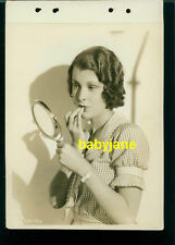 FRANCES DEE VINTAGE 8X11 PHOTO EARLY PUTTING ON MAKEUP KEYBOOK LINEN BACKED