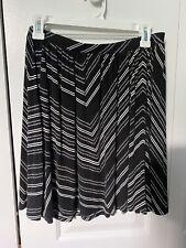 old navy women's medium black and white patterned skirt