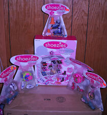 #1650 RARE Hasbro Shoezies Show Place Display Center & 5 Shoezies