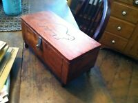 AA-7 OLD HANDMADE WOODEN BOX  CARVED TURTLE