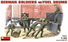 MIN35041 - Miniart 1:35 - German soldiers w/ fuel drums