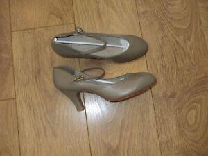 "Capezio  Leather Character Shoe Stage Theatre Jazz Tan  3"" Heel  Size uk 6"