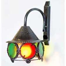 Lampione da esterno in ferro battuto e vetri colorati