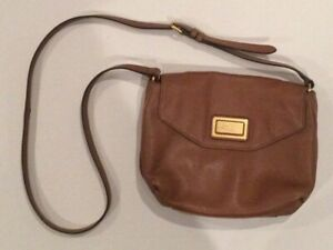 Marc Jacobs Round Small Pebbled Leather Crossbody Bag In Brown