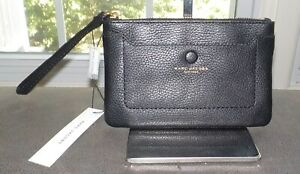 Marc Jacobs Black Pebbled Leather Wristlet Wallet Zip Top Gold Tone NWT $140